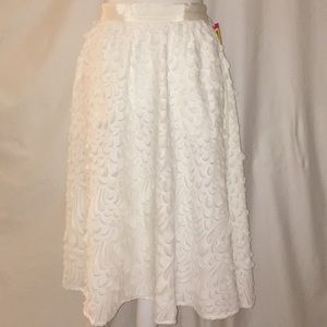 New with tags - midi flowly white skirt